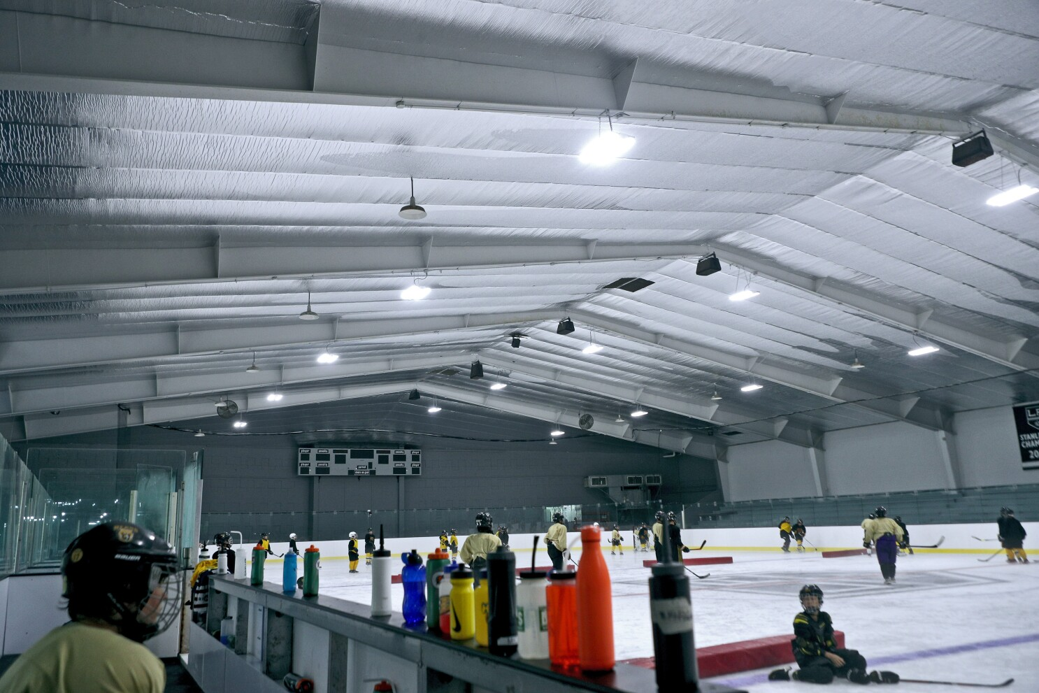L.A. Kings help Pickwick ice rink get ready for puck drop