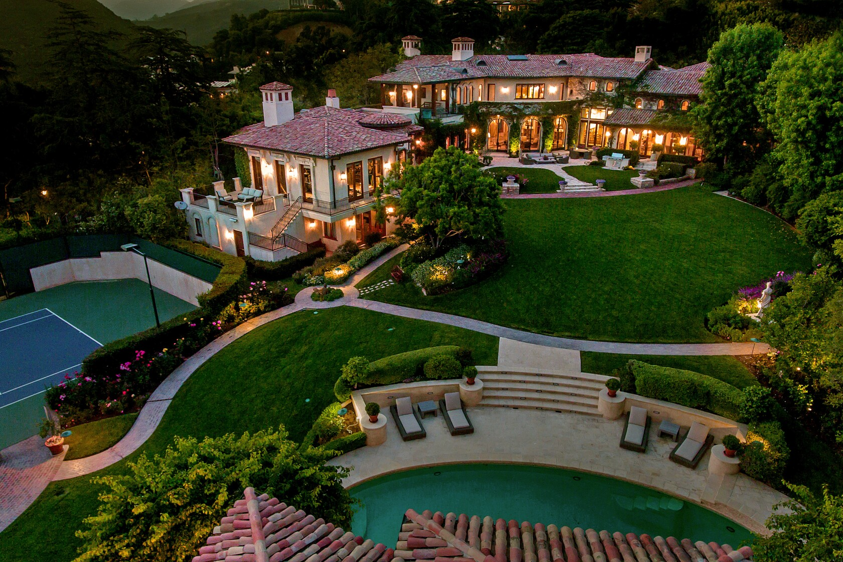 Hot Property: Sugar Ray Leonard eyes a $52-million prize in Pacific Palisades