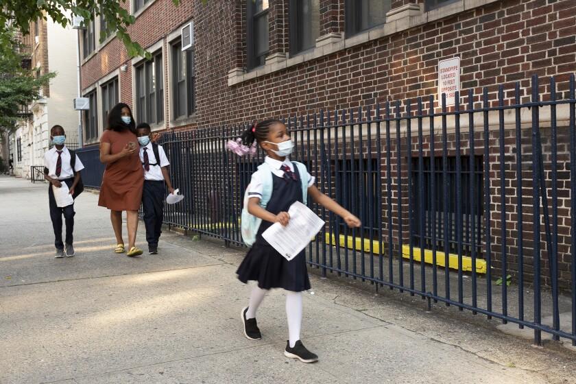 Una escuela en la ciudad de Nueva York el 13 de septiembre de 2021. (Foto AP/Mark Lennihan)