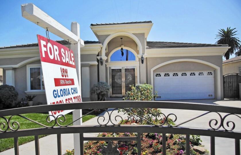 Estas hipotecas, alguna vez con mala reputación, son ahora más seguras y baratas, pero aún así una costosa forma de pedir un préstamo (Nick Ut / Associated Press).