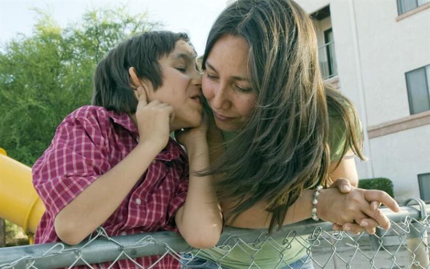 Los niños que fueron expuestos a breves complicaciones durante su gestación o al momento de nacer tienen mayor probabilidad de desarrollar autismo, asegura un estudio publicado hoy en American Journal of Perinatology. EFE/ARCHIVO