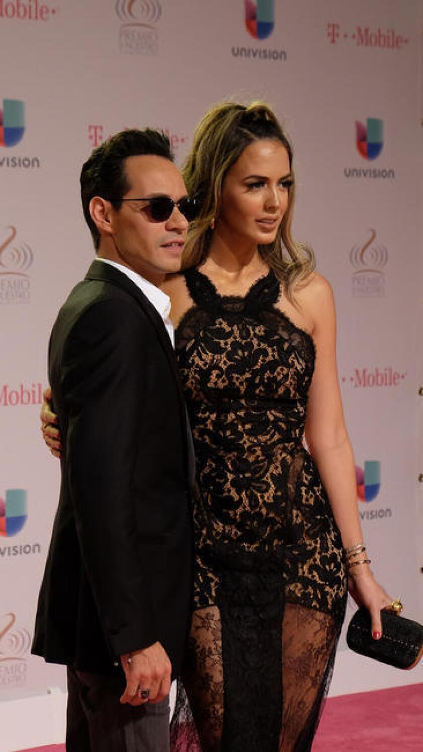 El cantante Marc Anthony posa a su llegada a los premios Grammy Latino. EFE/Archivo