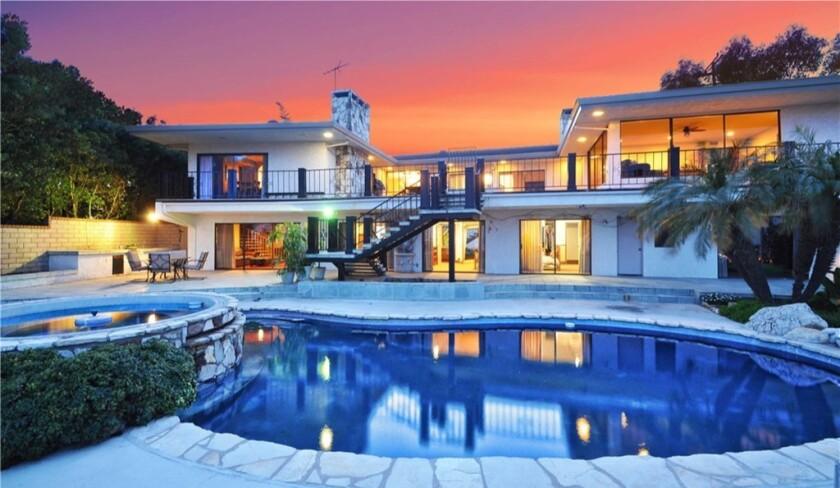 Actor Larry Joe Campbell bids adieu to Rancho Palos Verdes home