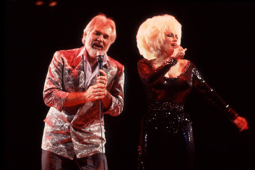 Kenny Rogers and Dolly Parton perform a duet in 1986