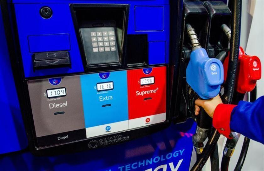"""La Secretaría de Medio Ambiente y Recursos Naturales (Semarnat) de México anunció hoy la modificación oficial de la normativa sobre uso de combustible diesel en vehículos automotores nuevos, estableciendo unos límites máximos permitidos con el fin de beneficiar """"la salud pública y los ecosistemas"""". EFE/ARCHIVO"""