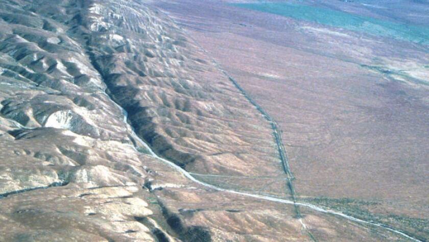 La falla de San Andrés, en California. Los investigadores han descubierto que las fuerzas de marea juegan un papel importante en el desarrollo de pequeños terremotos profundos a lo largo de la falla (U.S. Geological Survey).