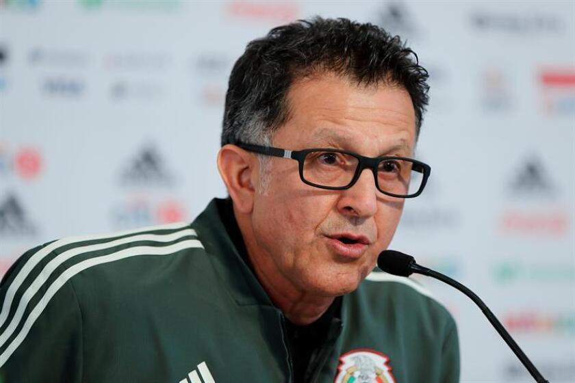 El seleccionador de México, el colombiano Juan Carlos Osorio, participa durante una rueda de prensa en Ciudad de México (México). EFE/Archivo