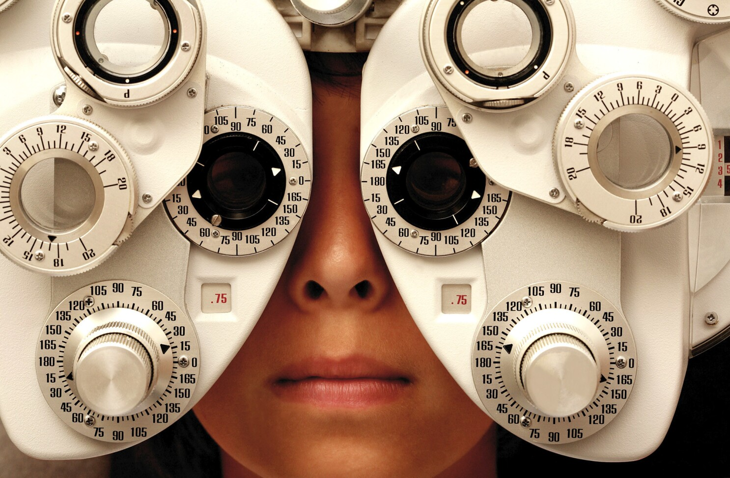 Column: Why are glasses so expensive? The eyewear industry prefers to keep that blurry