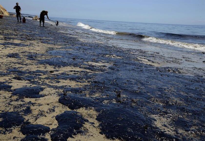La ruptura de una plataforma de explotación petrolera frente a las costas de Terranova (Canadá) ha causado el derrame de 250.000 litros de petróleo, alertaron hoy las autoridades canadienses, que afirmaron que es imposible limpiar la contaminación. EFE/ARCHIVO