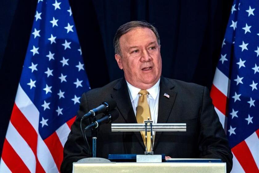 El secretario de Estado Mike Pompeo insistió hoy en el compromiso de su país con el alto el fuego en el suroeste de Siria, durante una conversación telefónica con su homólogo ruso, Sergéi Lavrov. EFE/ARCHIVO