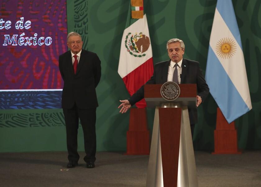 El presidente de Argentina, Alberto Fernández, habla durante la conferencia de prensa matutina