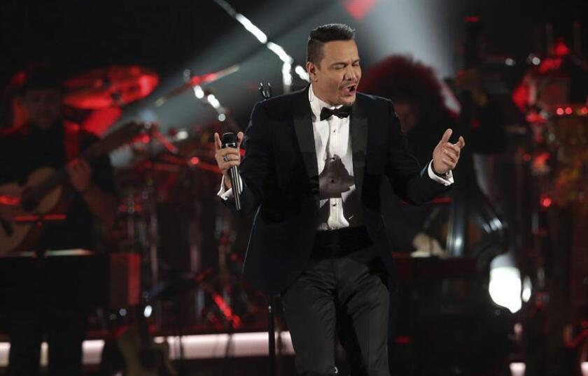 El cantante estadounidense de origen puertorriqueño Victor Manuelle durante una presentación. EFE/Archivo