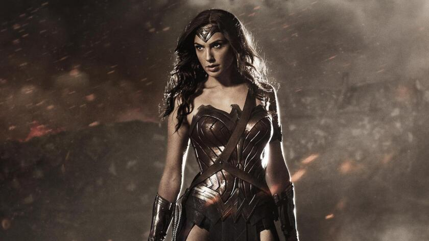 """En una edición de Comic-Con que ha tenido contados alicientes de cine y con notables ausencias de estudios como Paramount y Universal, el panel de Warner Bros. no defraudó las expectativas al unir las primicias de """"Wonder Woman"""" y """"Justice League"""" (ambas se estrenan en 2017) junto a una sesión con todo el reparto de la inminente y muy esperada """"Suicide Squad"""", que llegará a los cines el 5 de agosto."""