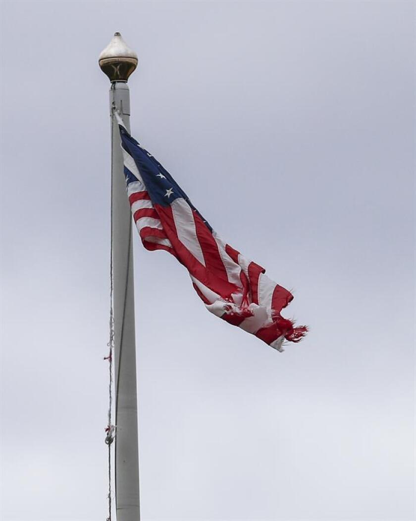 Fotografía de archivo donde se observa una bandera estadounidense. EFE/Archivo
