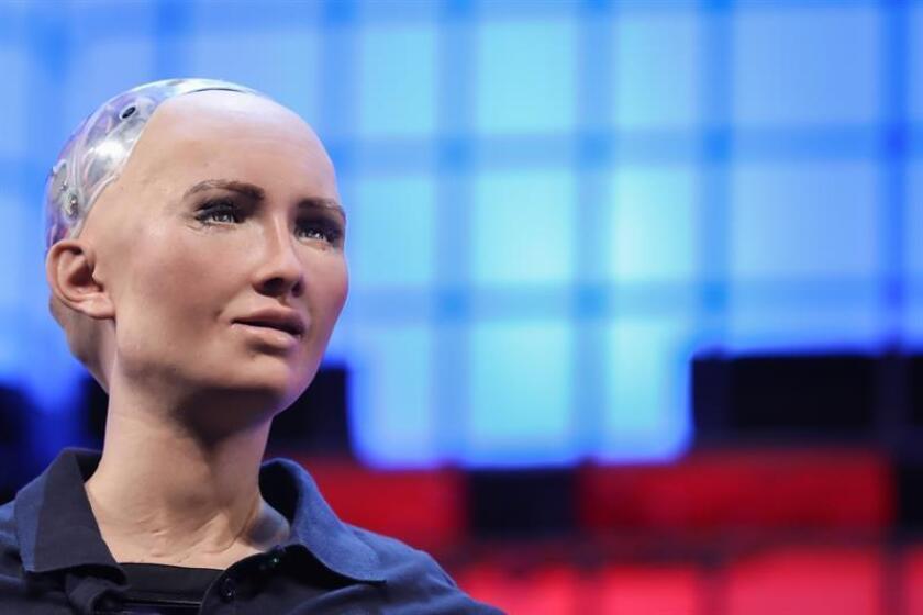 El 93 % de los empleados confiaría en las órdenes dadas en el trabajo por un robot, por lo que las empresas deberían utilizar más este recurso tecnológico, señaló una encuesta dada conocer hoy. EFE/Archivo