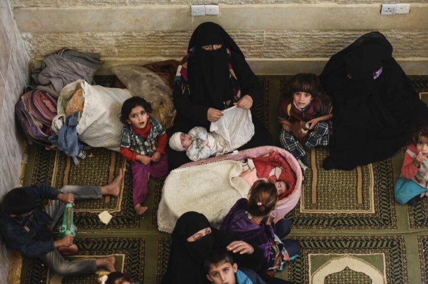 Iraqi civilians near Mosul