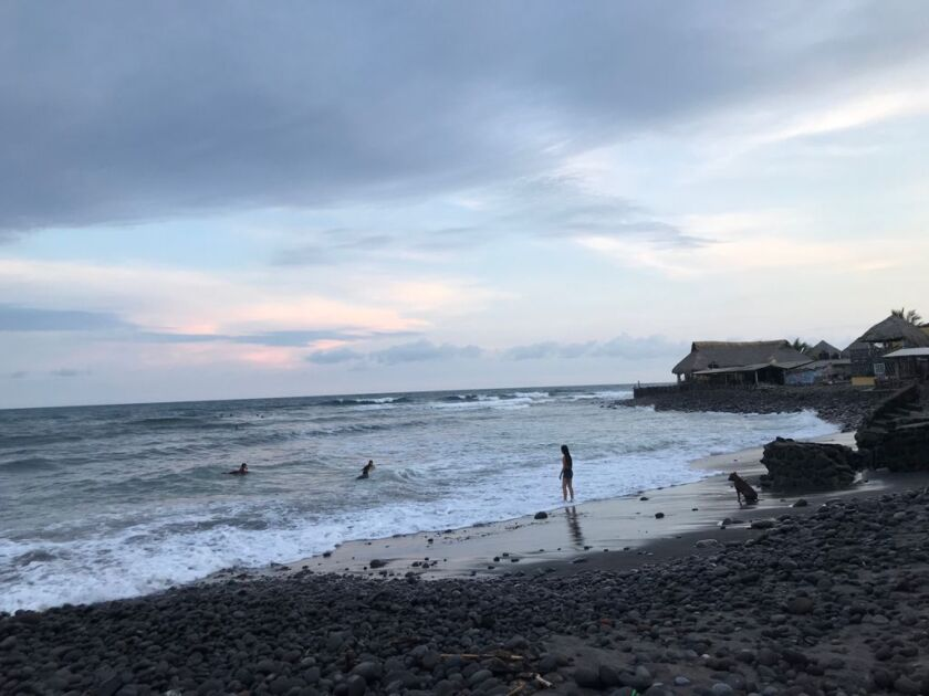 The ocean waves in El Zonte