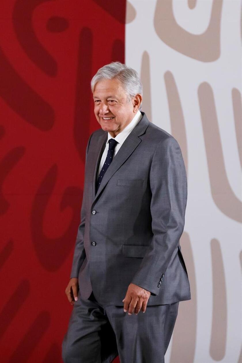 El presidente de México, Andrés Manuel López Obrador, participa en una rueda de prensa este lunes, en el Palacio Nacional de Ciudad de México (México). EFE