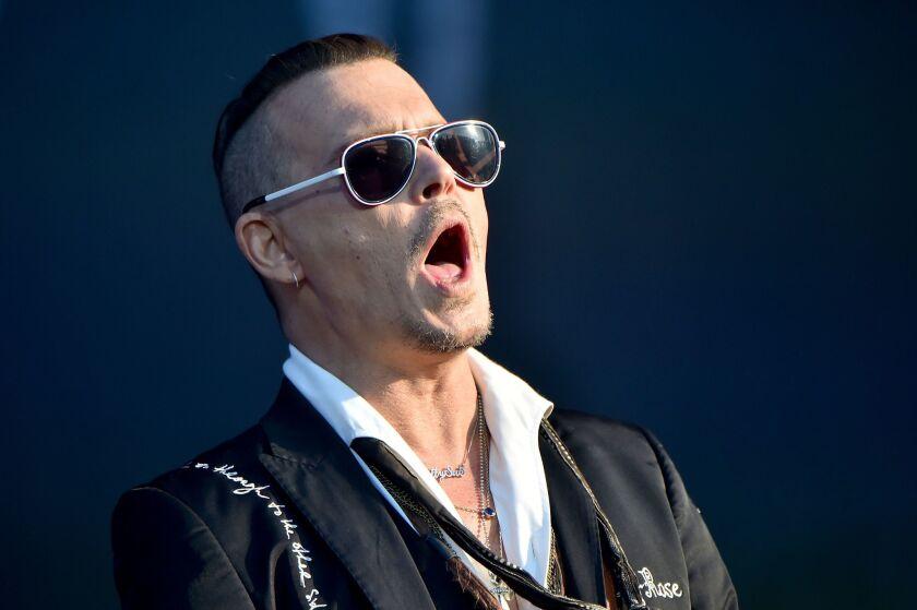 El actor Johnny Depp también tiene una banda de rock con la que toca ocasionalmente.