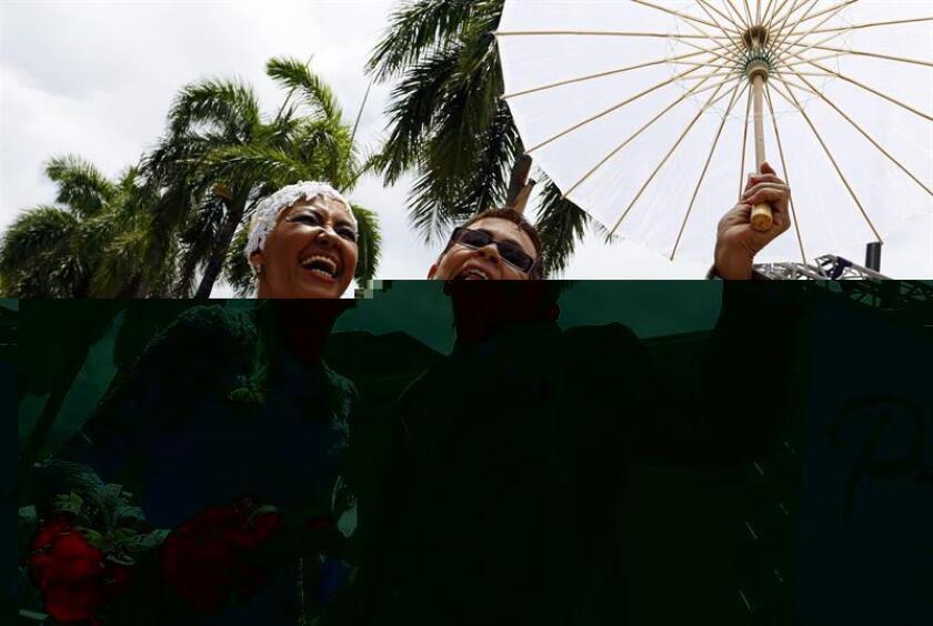 El gobernador de Puerto Rico, Alejandro García Padilla, convirtió hoy con su firma en ley el proyecto de la Cámara de Representantes 696 que permite a los notarios públicos oficializar matrimonios en la isla. EFE/ARCHIVO