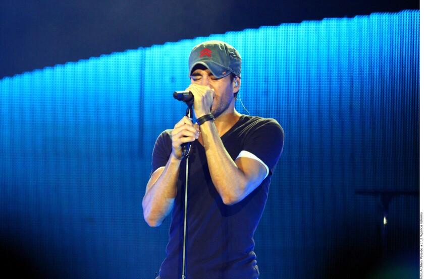 """Enrique Iglesias celebró hoy la popularidad que mantiene su sencillo """"Duele el corazón"""", un tema que registra millones de reproducciones en internet y se suma ya a los 27 sencillos que el cantante ha colocado en lo alto de la revista especializada Billboard."""