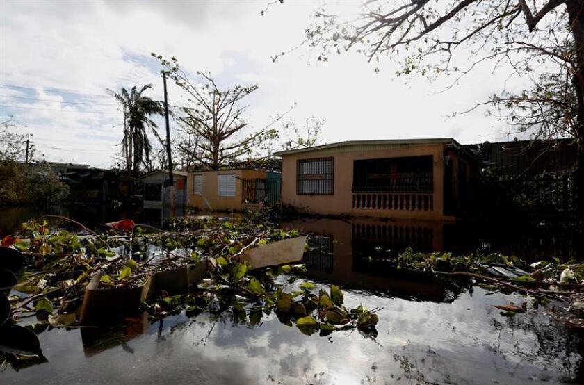 Fotografía del 23 de septiembre de 2017 de una calle inundada en el sector Playita, en Santasucre, después del paso del Huracán María por San Juan (Puerto Rico). EFE/Archivo