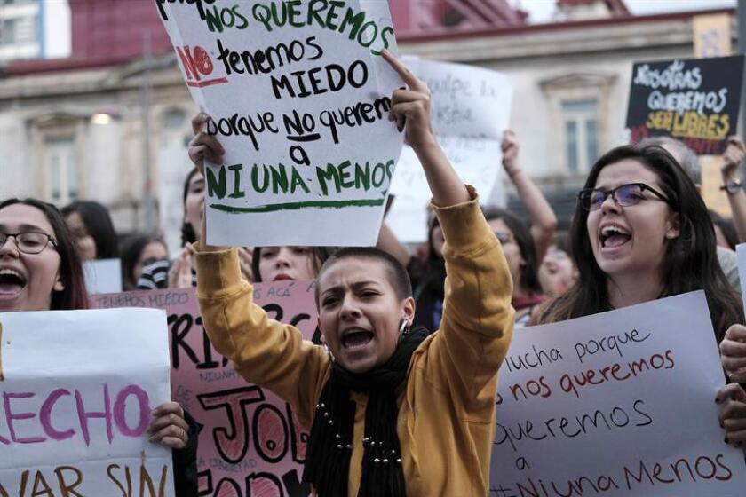 La presidenta de la Comisión de Asuntos de la Mujer en el Senado, Itzamar Peña, hizo hoy un llamado urgente para detener la violencia contra la mujer y apoyar las iniciativas que está llevando a cabo el gobierno y el Senado para erradicar este mal. EFE/ARCHIVO
