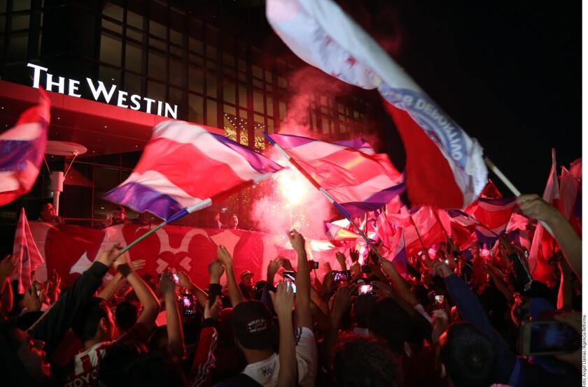La afición de la Ciudad de México le mostró a las Chivas cuánto los aprecian y acudieron a su hotel a apoyarlos previo a la ida de los Cuartos de Final.