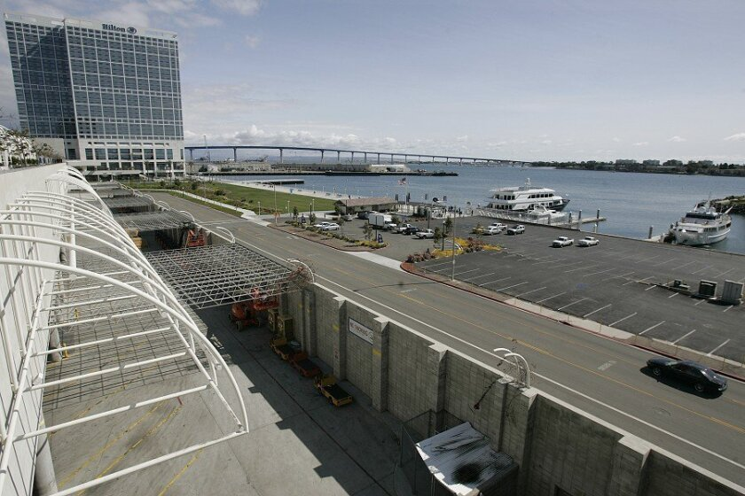 A land deal has been worked out that could pave the way for a $753 million expansion of the San Diego Convention Center. The expansion site, which would also contain a 500-room hotel, is directly behind the center.