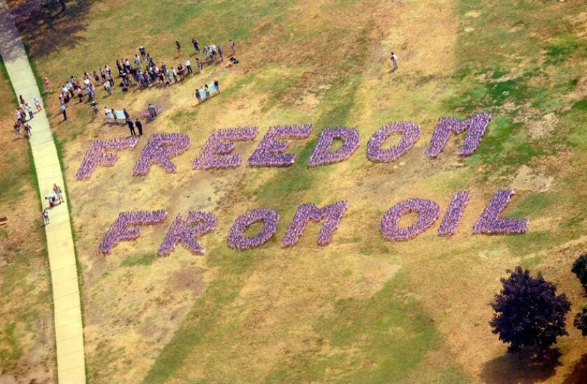 Organizaciones en defensa del medio ambiente condenaron hoy la decisión del presidente, Donald Trump, de dar luz verde a la construcción de los polémicos oleoductos Keystone XL y Dakota Access, y le advirtieron de que harán todo lo posible para impedirlo. EFE/ARCHIVO