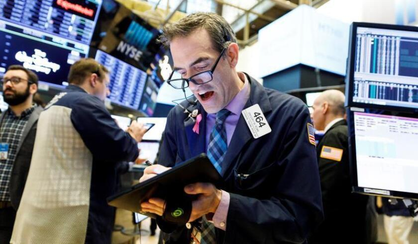 Economistas trabajan durante una nueva jornada en la Bolsa de Nueva York, Estados Unidos. EFE/ Justin Lane/Archivo