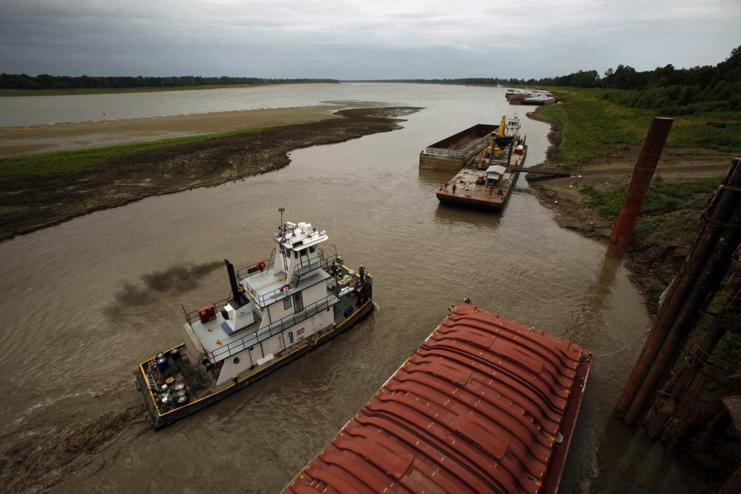 A sandbar no one has seen before appears in the Mississippi River at Lake Providence, La. Farmers are desperate to get their corn and soybeans shipped.