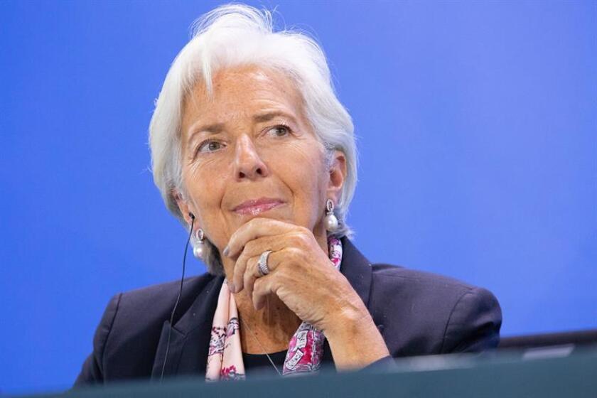 El Fondo Monetario Internacional (FMI) ha rebajado al 3,7 % su previsión de crecimiento global para 2018 y 2019 -en ambos casos dos décimas menos que lo previsto en julio. EFE/Archivo