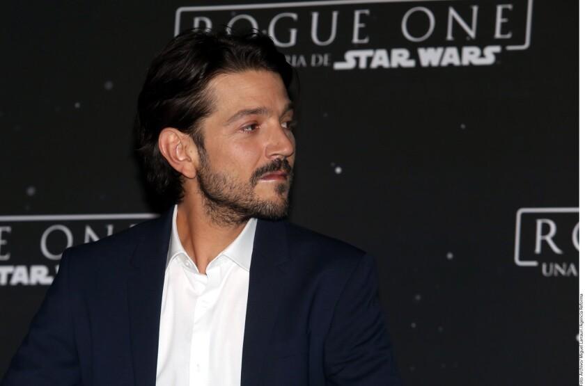 """Después de dar promoción a una cinta de """"una galaxia muy, muy lejana"""" y que fue la más taquillera de la temporada, Diego Luna se merecía unas vacaciones."""
