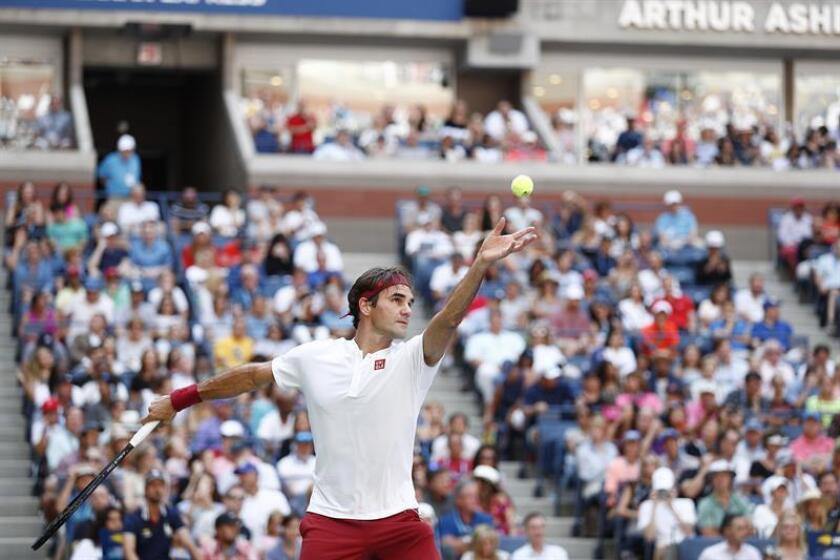 El suizo Roger Federer durante el partido ante el australiano Nick Kyrgios en el Abierto de EE.UU., este sábado 1 de septiembre de 2018 en Nueva York. EFE