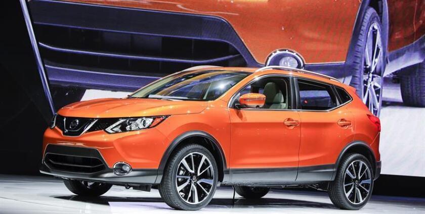 Vista de la nueva Nissan Rogue SUV durante la presentación de los nuevos modelos de la compañía en el Salón Internacional del Automóvil de Norteamérica (NAIAS) celebrado en Detroit, Michigan, Estados Unidos, hoy, 8 de enero de 2017. EFE