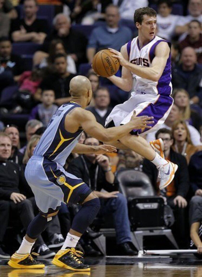 Memphis Grizzlies' Jerryd Bayless defends as Phoenix Suns' Goran Dragic, right, looks to pass during the second half of an NBA basketball game, Sunday, Jan. 6, 2013, in Phoenix. (AP Photo/Matt York)