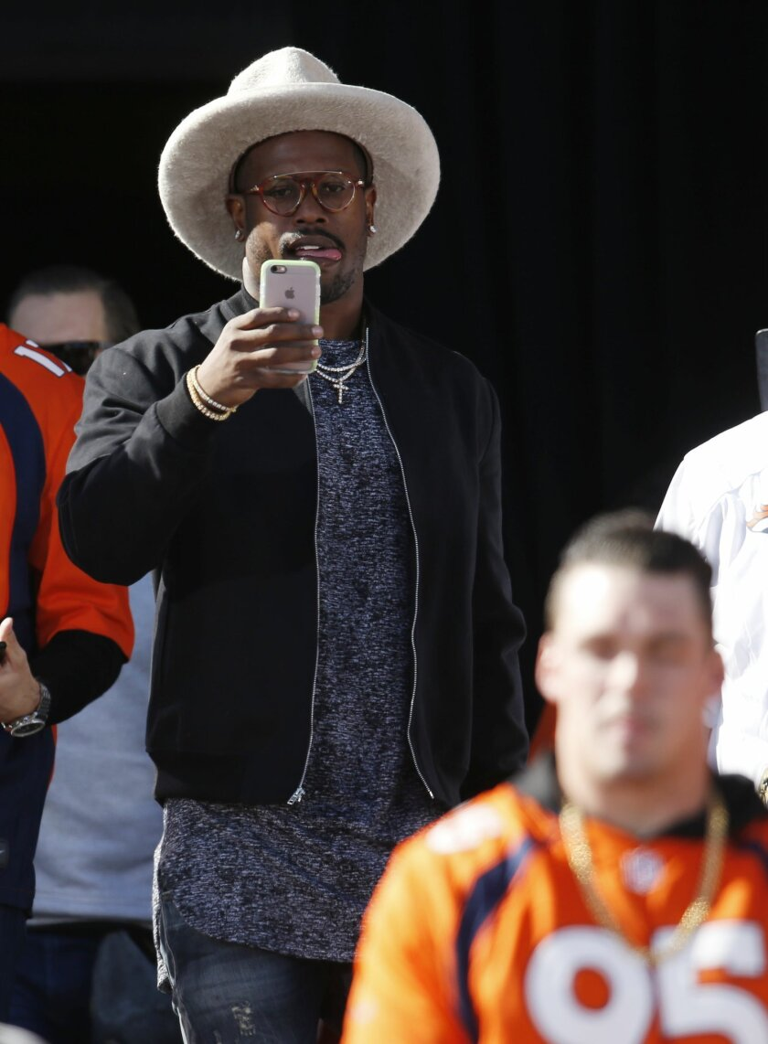 Denver Broncos linebacker Von Miller uses his mobile telephone to capture the view of a rally following a parade for the NFL football Super Bowl champions, Tuesday, Feb. 9, 2016, in Denver.(AP Photo/David Zalubowski)