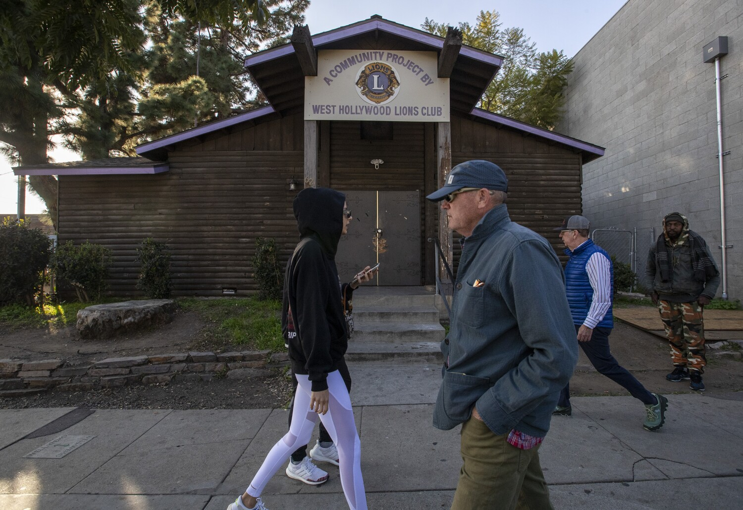 This log cabin is a haven for sobriety groups. Beverly Hills wants it removed