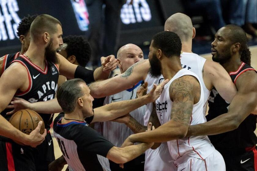 A scuffle breaks out during the first half of the NBA playoffs game between the Toronto Raptors and Washington Wizards at the Capitol One Arena in Washington, DC, USA, 20 April 2018. EFE