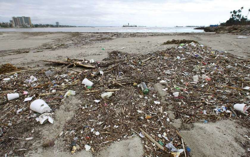 Drowning the oceans in plastic