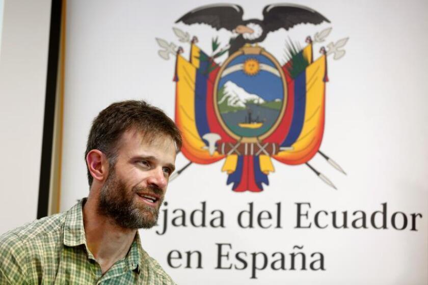 El ecuatoriano Carrasco logra coronar el Kilimanjaro en bicicleta adaptada