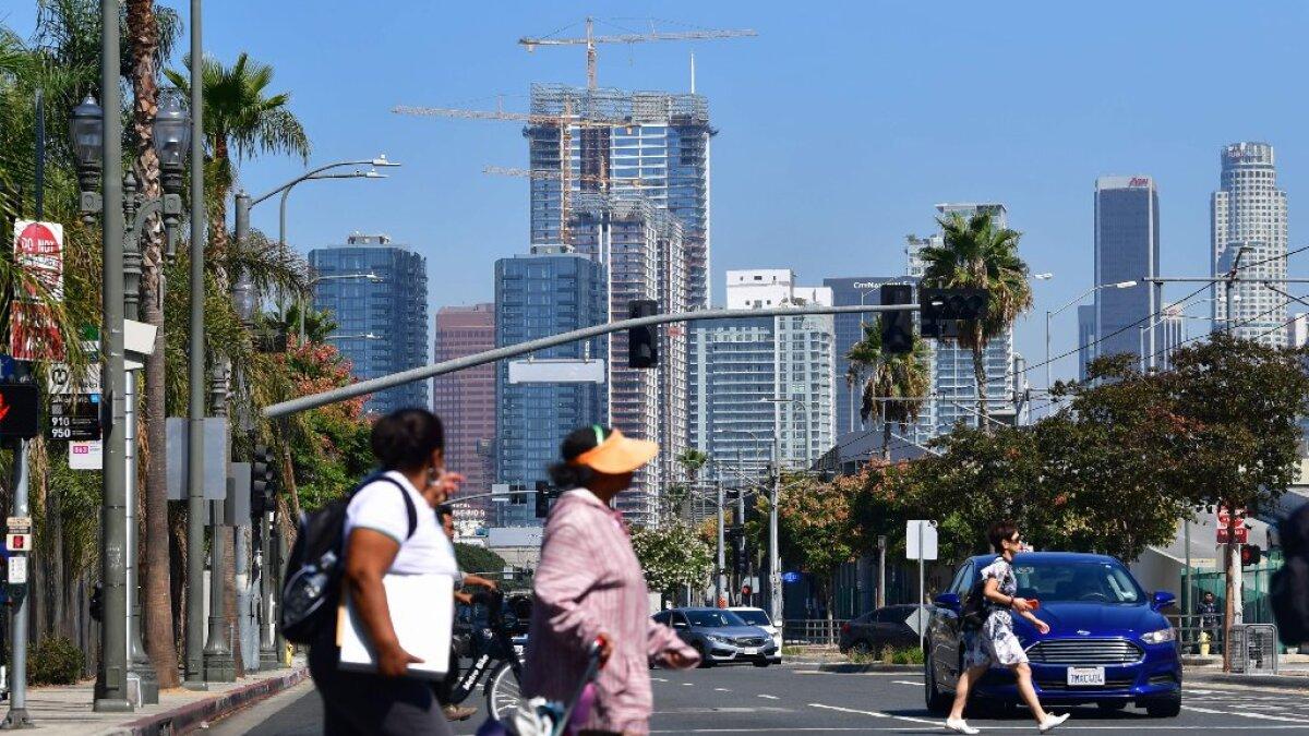 Ayuda De 2 000 Para Inquilinos De La Ciudad De Los ángeles Aprobada Solicitudes Abren En Julio Los Angeles Times