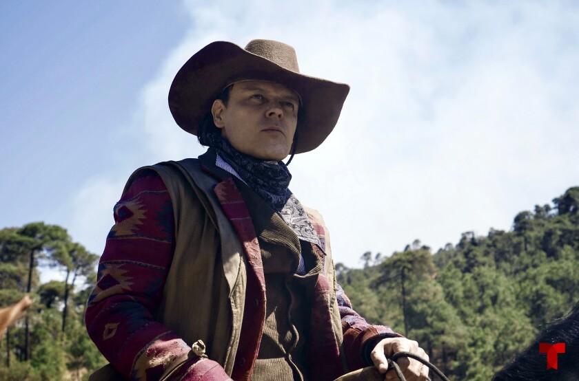 """En esta imágen proporcionada por Telemundo, Pedro Fernández en una escena de la serie """"Malverde"""