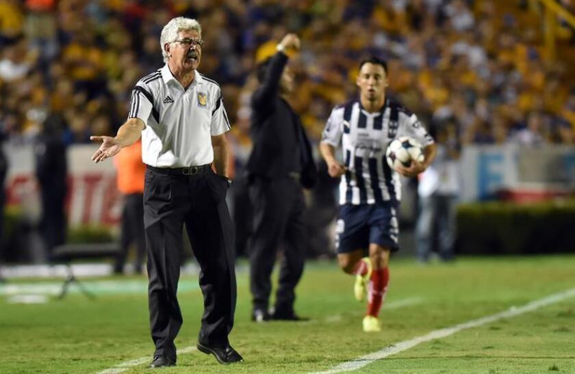 El brasileño Ricardo Ferretti, entrenador de los Tigres de la UANL, advirtió hoy que su equipo no tendrá ventajas en la final del fútbol mexicano porque su rival, el América, jugó el Mundial de clubes y quizás sufrió desgaste. EFE/ARCHIVO