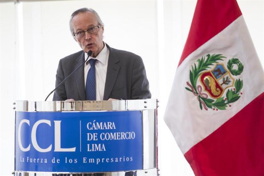 El presidente de la Fundación Iberoamericana Empresarial Josep Piqué habla hoy, martes 20 de febrero de 2018, durante la clausura del Tercer Encuentro de Integración Iberoamericana y Alianza del Pacífico en la Cámara de Comercio de Lima (Perú). EFE