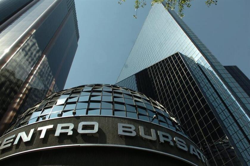 El principal indicador de la Bolsa Mexicana de Valores (BMV), el Índice de Precios y Cotizaciones (IPC), ganó hoy 0,10 % y cerró en 45.933,65 unidades, 47,38 puntos más que en la jornada anterior. EFE/ARCHIVO