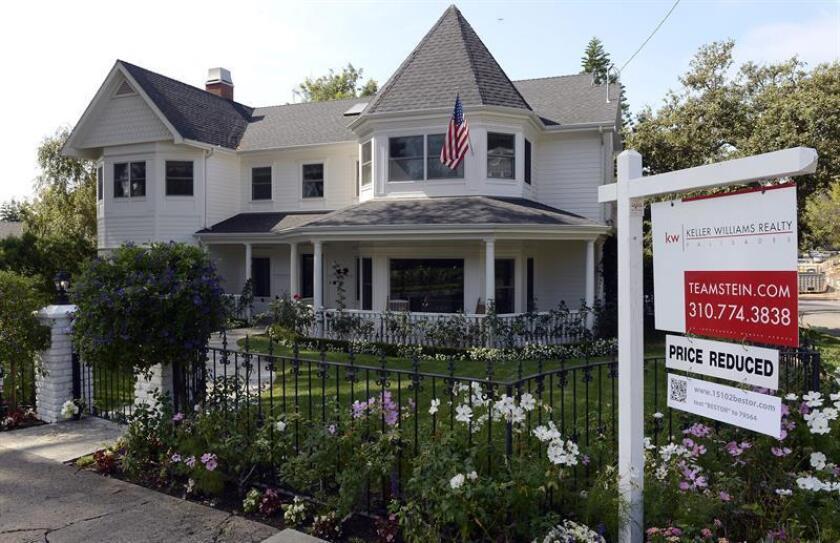 El índice de ventas de casas usadas en Estados Unidos bajó un 2,8 % en diciembre, el primer descenso después de tres meses consecutivos de alzas, informó hoy la Asociación Nacional de Agentes Inmobiliarios (NAR). EFE/Archivo