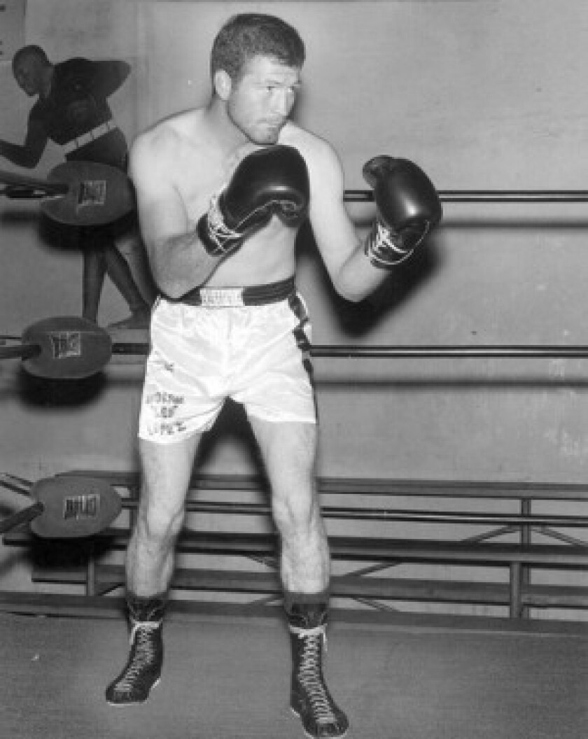 """Ernie """"Indian Red"""" Lopez lost welterweight title bouts to Jose Napoles in 1970 and '73 but was still a fan favorite."""