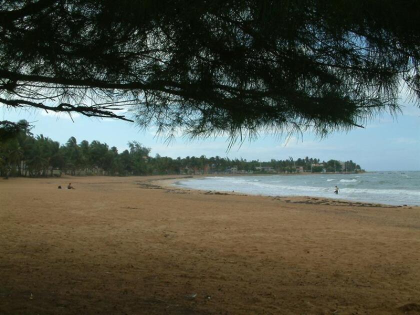 Imagen de la playa de Luquillo (Puerto Rico) al atardecer. EFE/Archivo